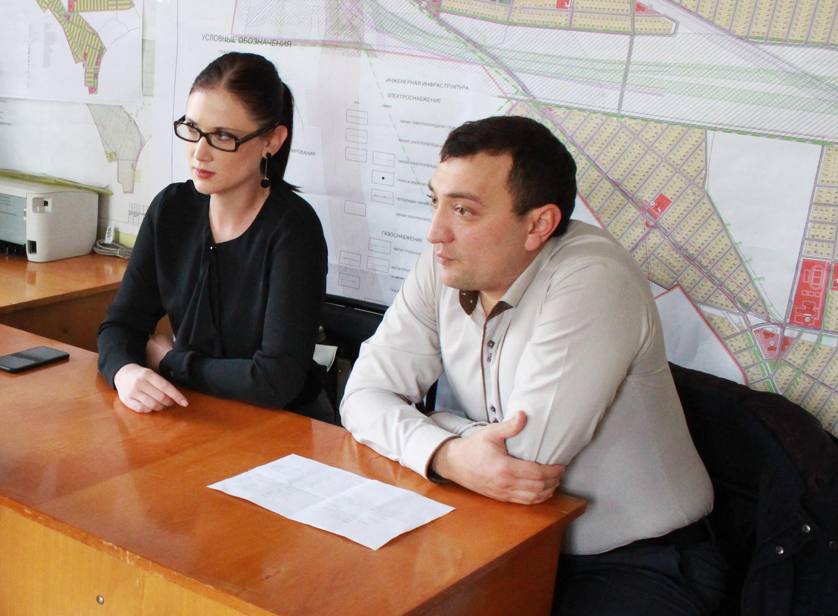 Специалисты Госкомрегистра продолжают консультировать крымчан по актуальным вопросам оформления недвижимости